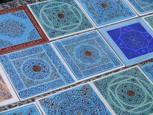 http://fasleasheghi.persiangig.com/image/mordad/Naqsh-e%20Jahan%20bazaar%2C%20Esfahan%2C%20Iran..jpg